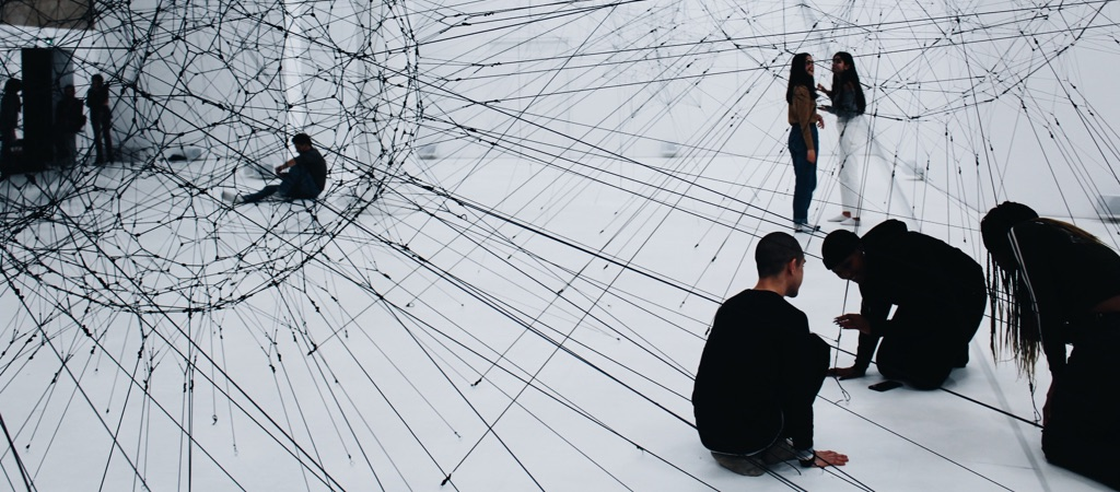 An art installation that builds a black network between different people